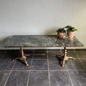 Antieke marmeren salontafel met messing onderstel