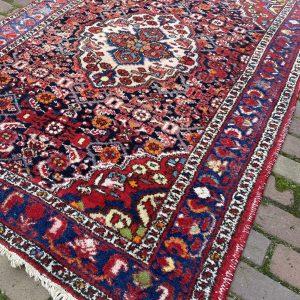 Perzisch vloerkleed middelmatig formaat