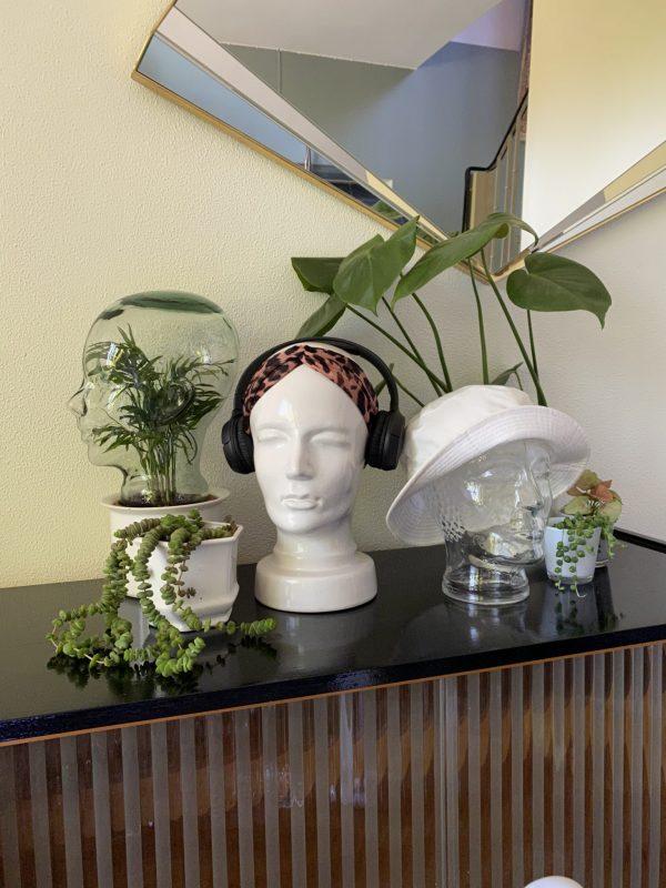 vintage hoofden display