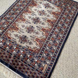 Klein Perzisch kleed met fijne knoop