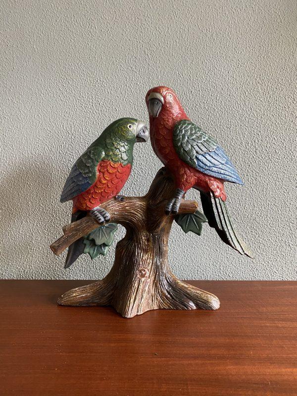 gietijzeren papegaaien beeld
