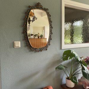 Spiegel met versierde rand