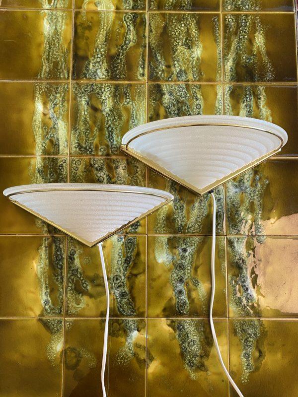 vintage wandlampje wandlamp massive matglas melkglas halfrond