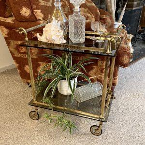 Serveerwagen/ bar cart messing met rookglas (kleinere variant)