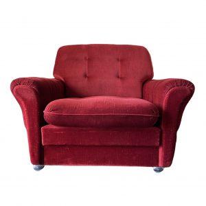 Rode vintage velours fauteuil op wieltjes