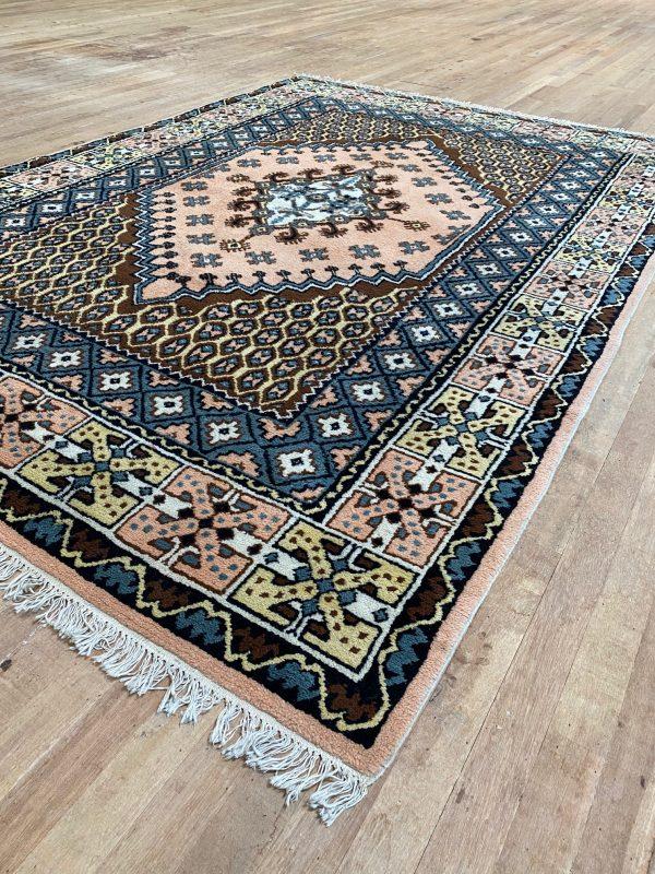 Handgeknoopt Tunesische tapijt Kairouan Tunesië roze blauw bruin verkleed vintage roermond